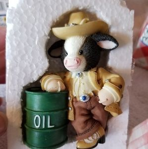 "Mary Moo Moos ""Oil Be There for Moo"""